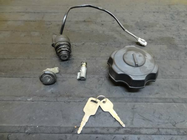 【150115】KDX125(DX125A)◆キーセット タンクキャップ 鍵 | 中古バイクパーツ通販・買取 ジャンクヤード鳥取 JunkYard