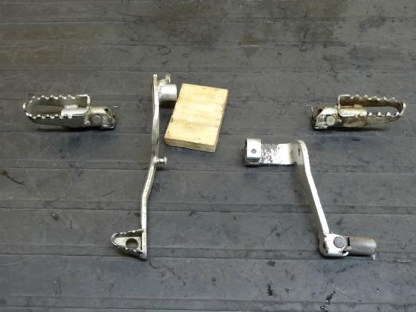 【150115】KDX125(DX125A)◆メインステップ左右 シフトペダル | 中古バイクパーツ通販・買取 ジャンクヤード鳥取 JunkYard