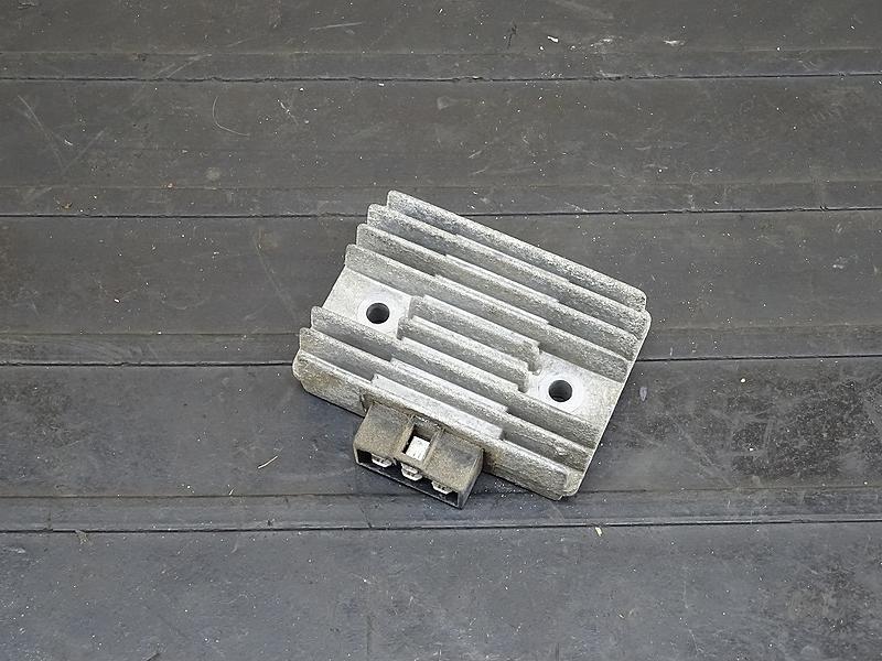 【190522.K】GPZ400F(ZX400A)● レギュレーター レギュレター 【GPZ400 | 中古バイクパーツ通販・買取 ジャンクヤード鳥取 JunkYard