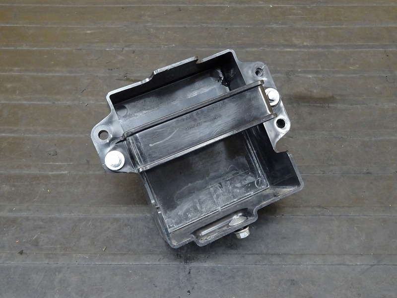 【210518】Dトラッカー/250SB■ バッテリーケース バッテリーボックス カバー ※検:KLX250 LX250E LX250L 【後期 | 中古バイクパーツ通販・買取 ジャンクヤード鳥取 JunkYard