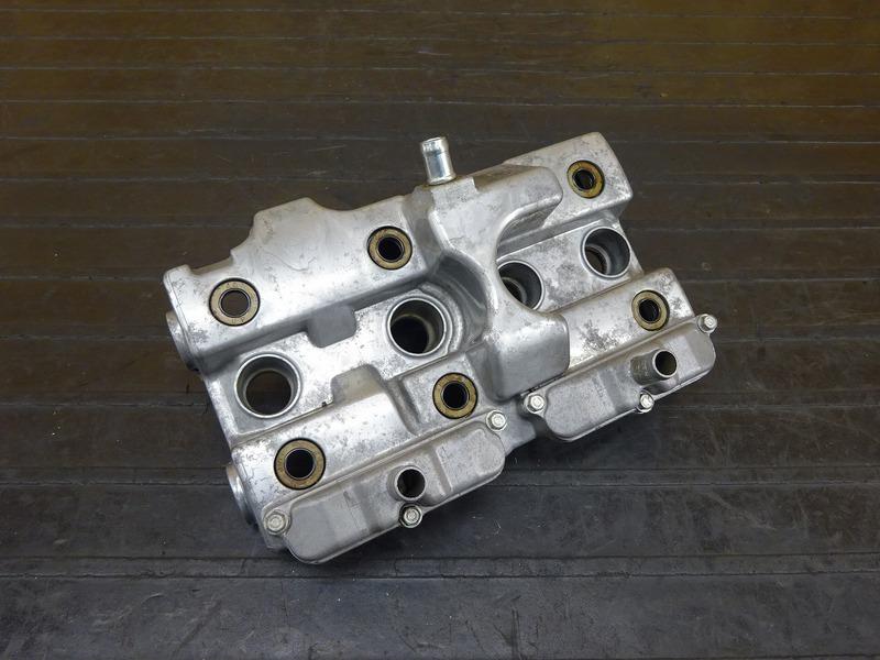 【210707】ホーネット250(MC31-1503) シリンダーヘッドカバー エンジンヘッドカバー 【エンジンパーツ MC14E 後期 | 中古バイクパーツ通販・買取 ジャンクヤード鳥取 JunkYard