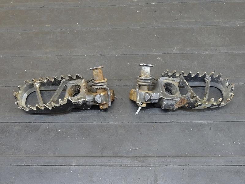 【190801.K】KDX250SR(DX250F-002)☆ メインステップ ペダル | 中古バイクパーツ通販・買取 ジャンクヤード鳥取 JunkYard