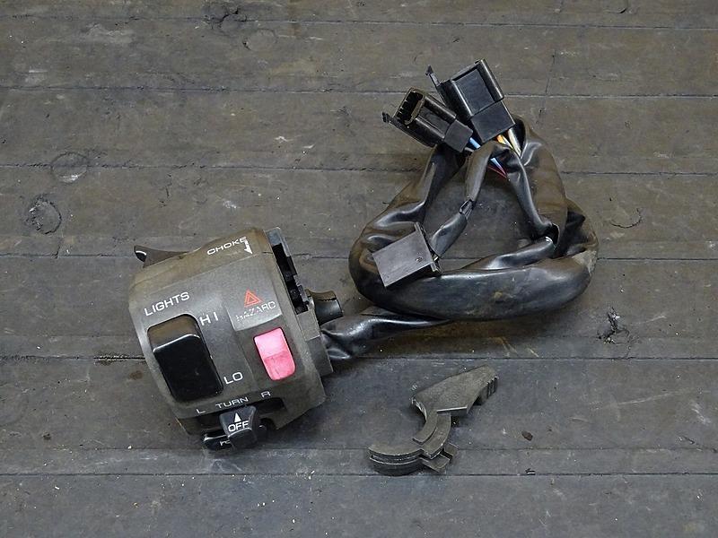 【200317】ZRX1100(ZRT10C-012)■ ハンドルスイッチ左 スイッチボックス左 チョークレバー | 中古バイクパーツ通販・買取 ジャンクヤード鳥取 JunkYard