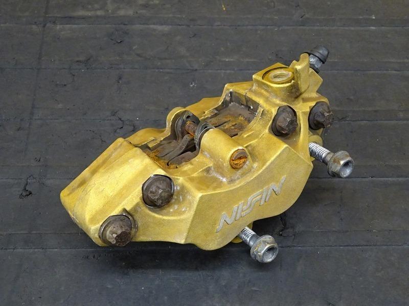 【200728】ホーネット250(MC31-1400)■ フロントブレーキキャリパー | 中古バイクパーツ通販・買取 ジャンクヤード鳥取 JunkYard