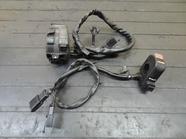 【140527】CBR250RR(MC22)◎ハンドルスイッチ 左右 キル ライト | 中古バイクパーツ通販・買取 ジャンクヤード鳥取 JunkYard