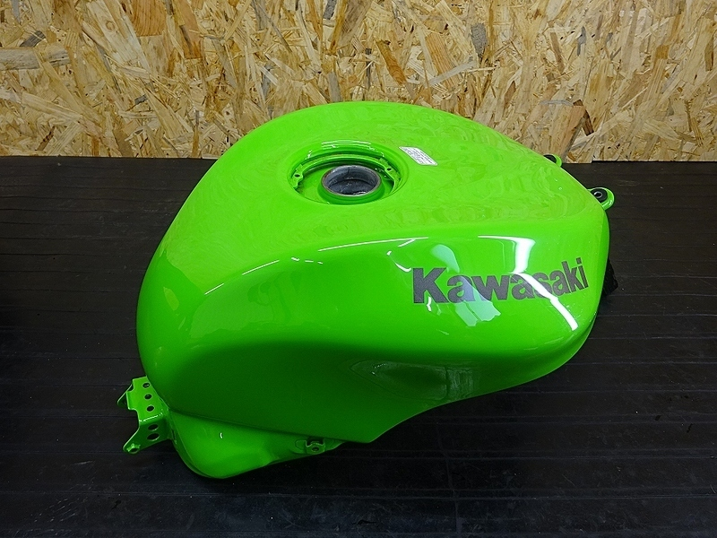【190501.K】ZX-10R'04-05● ガソリンタンク 燃料タンク フューエルタンク 【C型 ZX1000C ニンジャ   中古バイクパーツ通販・買取 ジャンクヤード鳥取 JunkYard