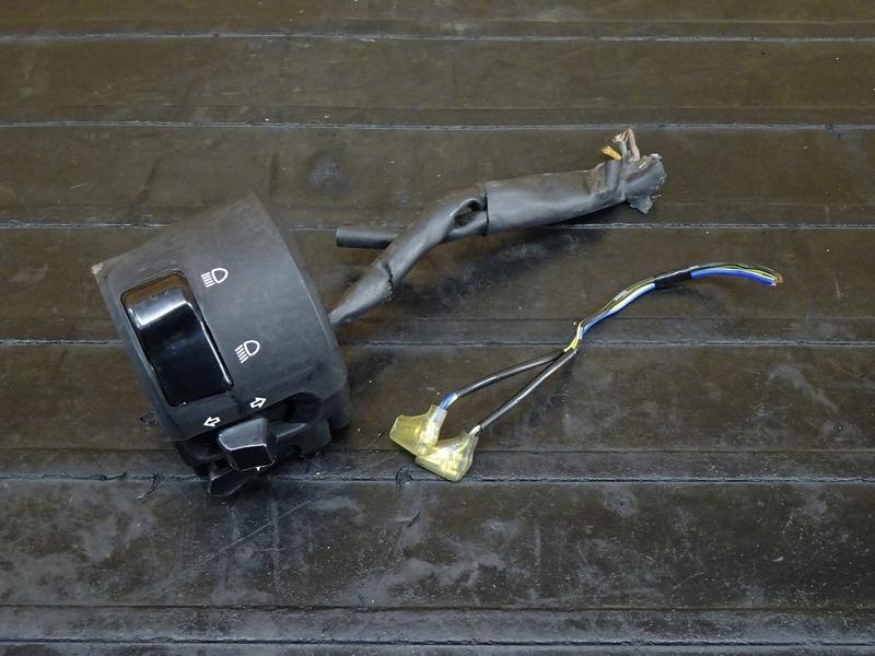 【201228】YZF-R6 '06◇ ハンドルスイッチ左 スイッチボックス左 ジャンク!! 【2C0 '06-'07 | 中古バイクパーツ通販・買取 ジャンクヤード鳥取 JunkYard