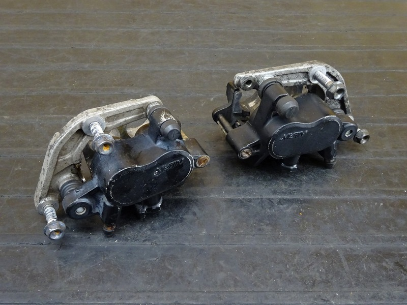 【201206】CB400FOUR(NC36)◇ フロントブレーキキャリパー左右セット 【CB400F 平成フォア | 中古バイクパーツ通販・買取 ジャンクヤード鳥取 JunkYard