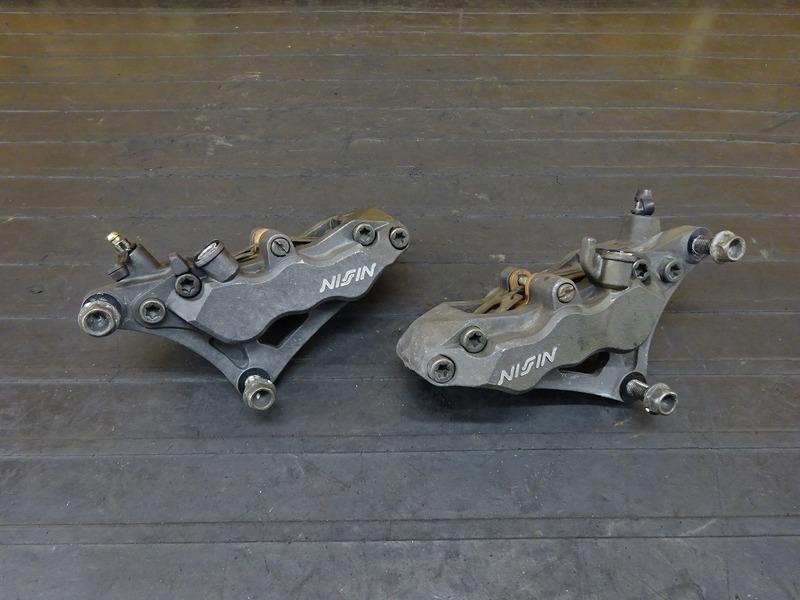 【210628】CB1300SF(SC40-1050)■ フロントキャリパー左右セット NISSIN ニッシン 6POT | 中古バイクパーツ通販・買取 ジャンクヤード鳥取 JunkYard