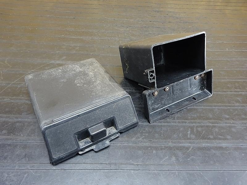 【200106】GPZ400F(ZX400A-025)■ バッテリーボックス 小物入れ 工具入れ 【GPZ400 | 中古バイクパーツ通販・買取 ジャンクヤード鳥取 JunkYard