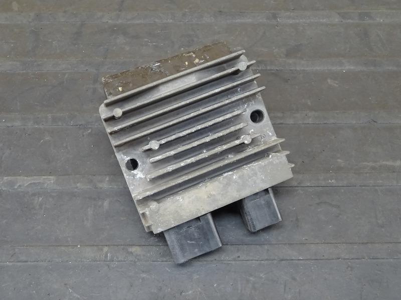 【201222】VTR250F(MC33-1601)■ レギュレーター レギュレター 【Fi インジェクション | 中古バイクパーツ通販・買取 ジャンクヤード鳥取 JunkYard