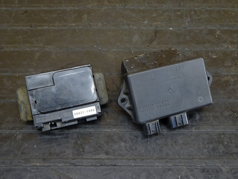 【210224】ZRX1200R(ZRT20A-021)◇ CDI イグナイター ジャンクションボックス ヒューズボックス | 中古バイクパーツ通販・買取 ジャンクヤード鳥取 JunkYard