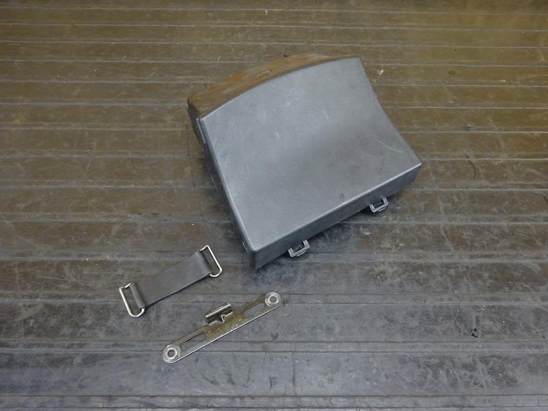 【210224】ZRX1200R(ZRT20A-021)■ 小物入れ ツールボックス ツールケース | 中古バイクパーツ通販・買取 ジャンクヤード鳥取 JunkYard