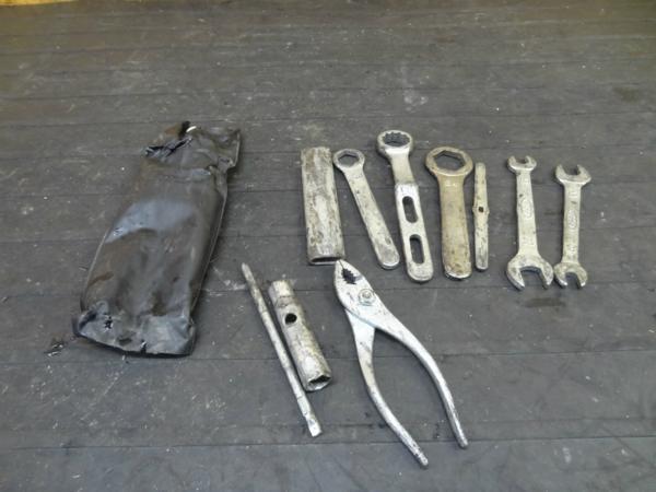 【151124】CRM250(MD24)◆車載工具 ツール ケース 難有 | 中古バイクパーツ通販・買取 ジャンクヤード鳥取 JunkYard