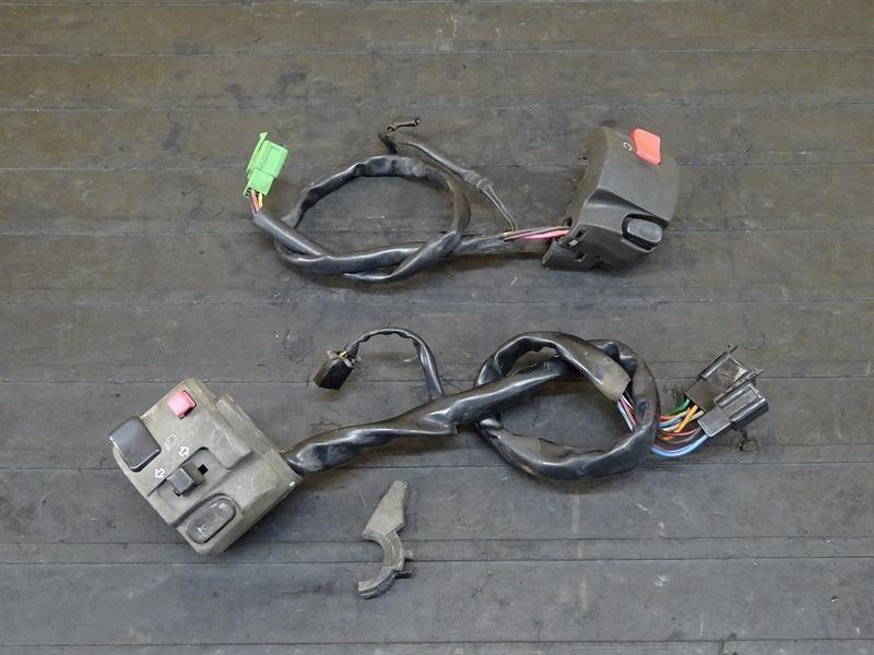 【200519】バリオスⅡ(ZR250B-009)■ ハンドルスイッチ左右セット スイッチボックス 【GSX250FX ZR250C バリオス2 | 中古バイクパーツ通販・買取 ジャンクヤード鳥取 JunkYard