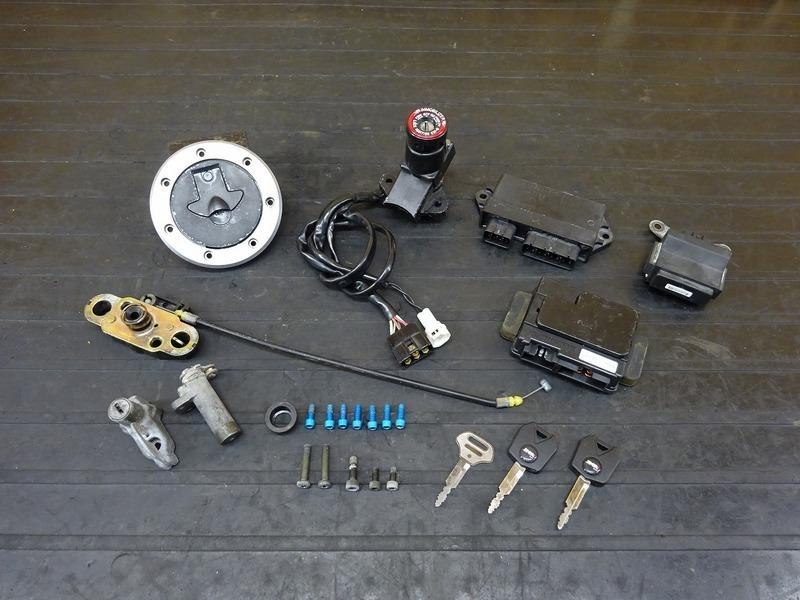 【200903】ZRX400(ZR400E-051)■ キーセット メインキー タンクキャップ CDI ジャンクションボックス 【イモビ付 '05 ZRX-Ⅱ ZRX-2   中古バイクパーツ通販・買取 ジャンクヤード鳥取 JunkYard