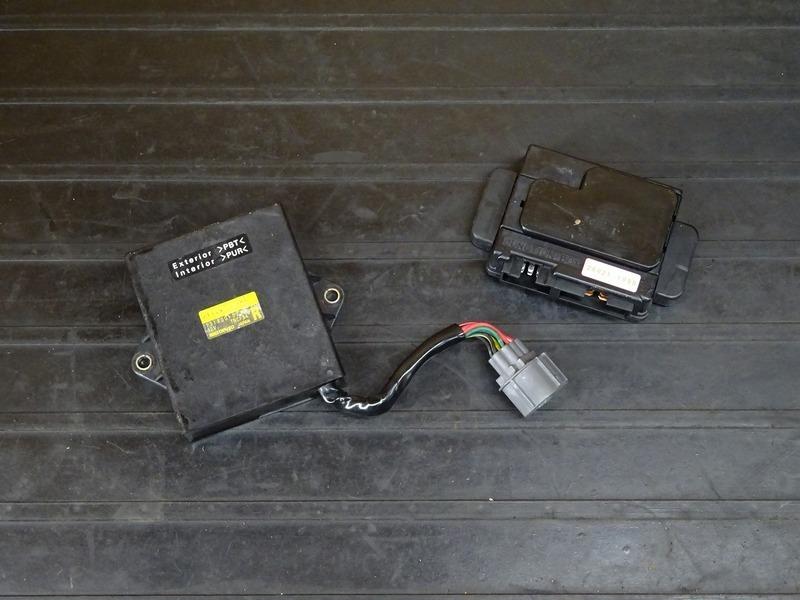 【210114】ZZR1100 D6(ZXT10D-053)■ CDI イグナイター ジャンクションボックス ヒューズボックス 【ZZ-R1100 ZX-11 D型 | 中古バイクパーツ通販・買取 ジャンクヤード鳥取 JunkYard