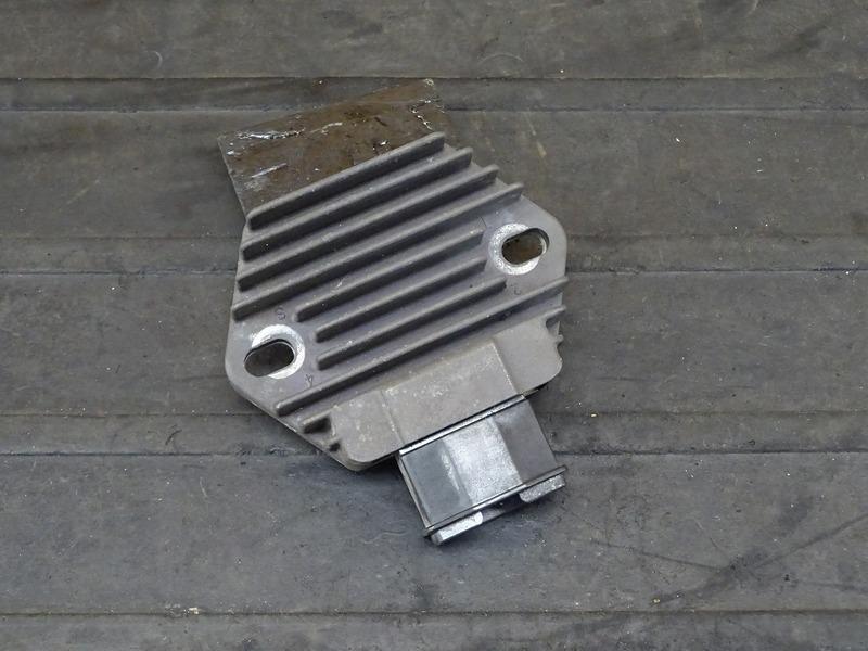 【210513】CB400SF Vtec3(NC39-1204)■ レギュレーター レギュレター 【SPEC3 スペック3 VTECⅢ | 中古バイクパーツ通販・買取 ジャンクヤード鳥取 JunkYard