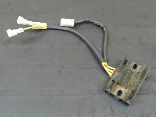【140729】GSX-R250(GJ72A)◎レギュレター レギュレーター | 中古バイクパーツ通販・買取 ジャンクヤード鳥取 JunkYard