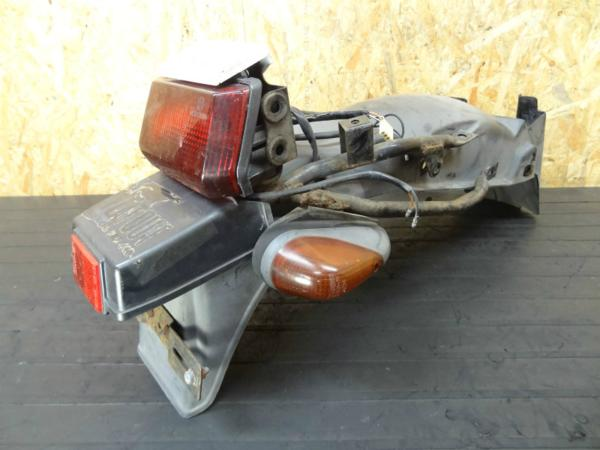 【140729】GSX-R250(GJ72A)◎リアフェンダー リアウインカー左右 | 中古バイクパーツ通販・買取 ジャンクヤード鳥取 JunkYard