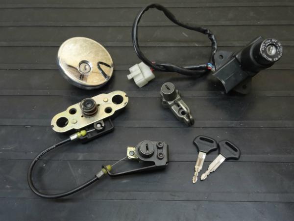 W650(EJ650A-038)◇キーセット メインスイッチ キャップ 鍵付 | 中古バイクパーツ通販・買取 ジャンクヤード鳥取 JunkYard