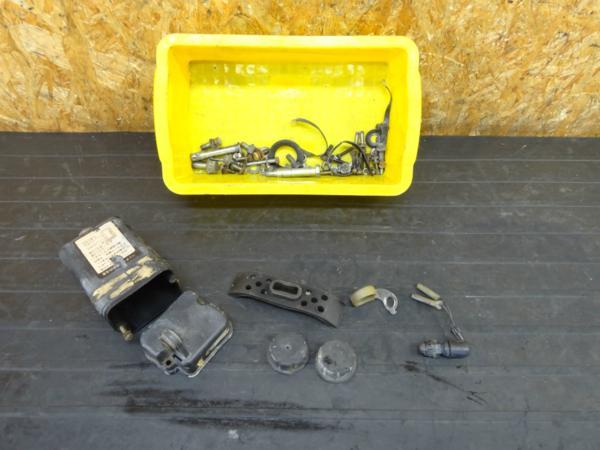 【170412】XT200(23J-001)◆ボルトセット バッテリーケース 難有 | 中古バイクパーツ通販・買取 ジャンクヤード鳥取 JunkYard