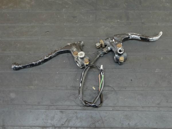 【170412】XT200(23J-001)◆レバーホルダー 左右 クラッチ/ブレーキ 難有 | 中古バイクパーツ通販・買取 ジャンクヤード鳥取 JunkYard