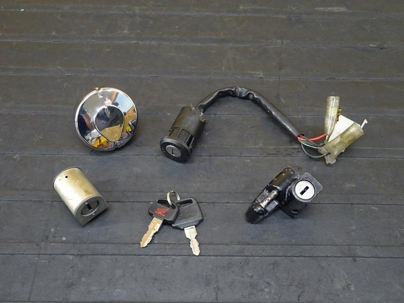 【201030】ドリーム50(AC15-1003)■ キーセット メインキー タンクキャップ ハンドルロック ヘルメットホルダー 【DREAM50 | 中古バイクパーツ通販・買取 ジャンクヤード鳥取 JunkYard