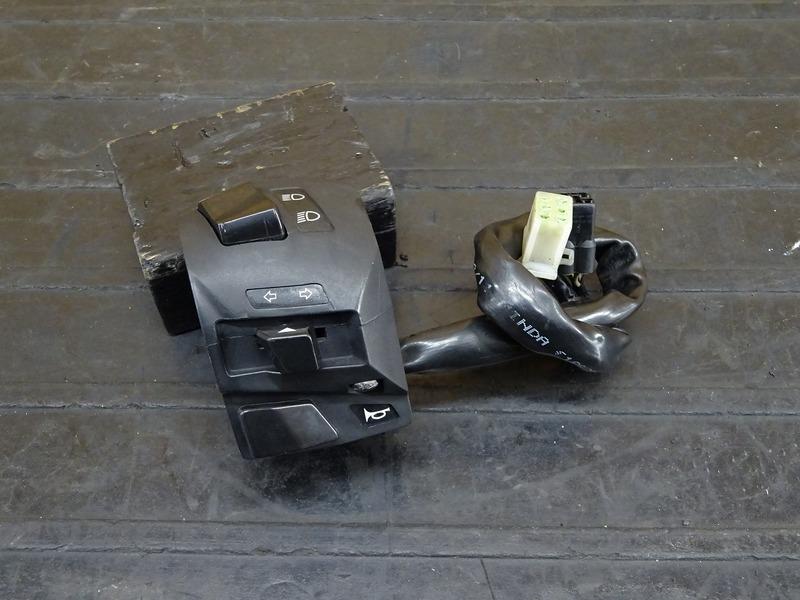 【210113】KTM 125DUKE◇ ハンドルスイッチ左 スイッチボックス左 【デューク 200 | 中古バイクパーツ通販・買取 ジャンクヤード鳥取 JunkYard