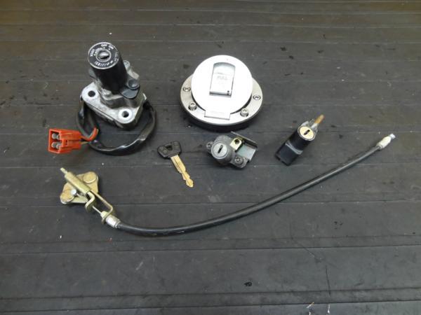 【160915】FZ400(4YR)◆キーセット メインスイッチ キャップ | 中古バイクパーツ通販・買取 ジャンクヤード鳥取 JunkYard