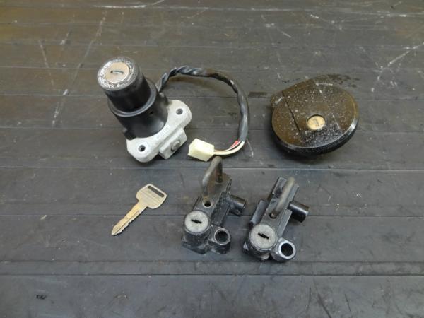 【160924】GPZ250(EX250C)◆キーセット メインスイッチ キャップ | 中古バイクパーツ通販・買取 ジャンクヤード鳥取 JunkYard