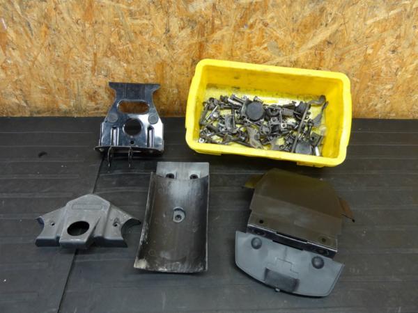 【160924】GPZ250(EX250C)◆ボルトセット カバー バッテリー | 中古バイクパーツ通販・買取 ジャンクヤード鳥取 JunkYard