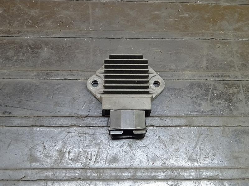 【180628.H】CB400SF Vtec3(NC39-1204)● レギュレーター レギュレター 【SPEC3 スペック3 VTECⅢ | 中古バイクパーツ通販・買取 ジャンクヤード鳥取 JunkYard