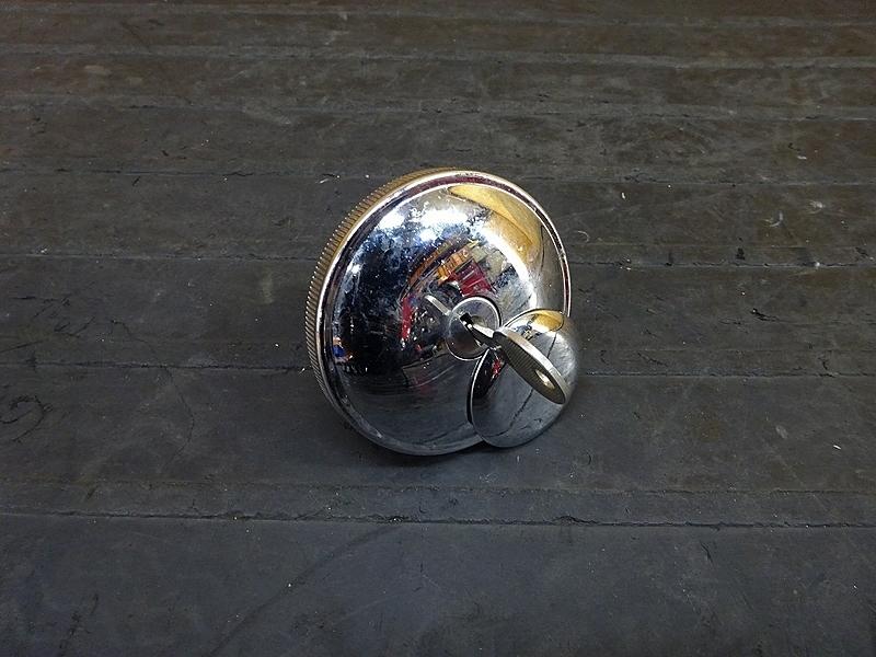 【190125.F】XL883L'06★ タンクキャップ タンクキー 難有?【ハーレー スポーツスター | 中古バイクパーツ通販・買取 ジャンクヤード鳥取 JunkYard