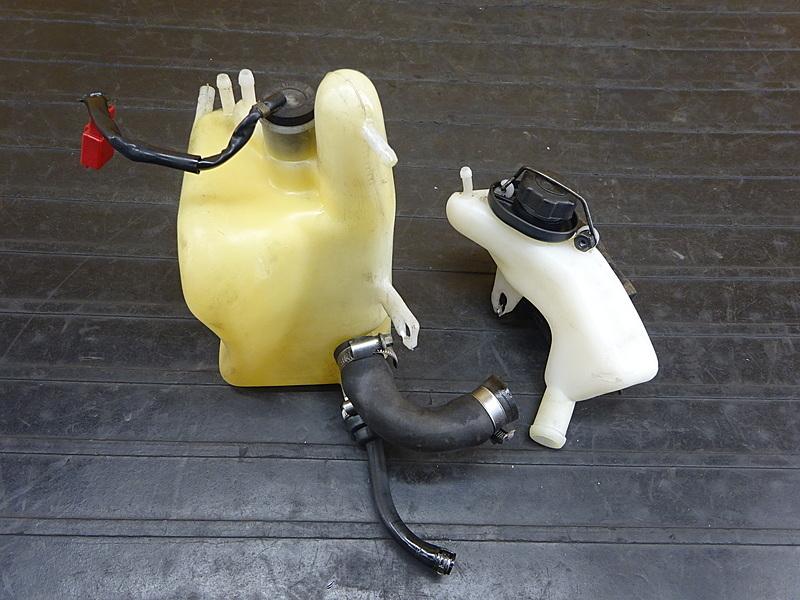 【200118】NSR250R SE(MC21-1073)■ オイルタンク 2ストオイルタンク サブタンク センサー | 中古バイクパーツ通販・買取 ジャンクヤード鳥取 JunkYard