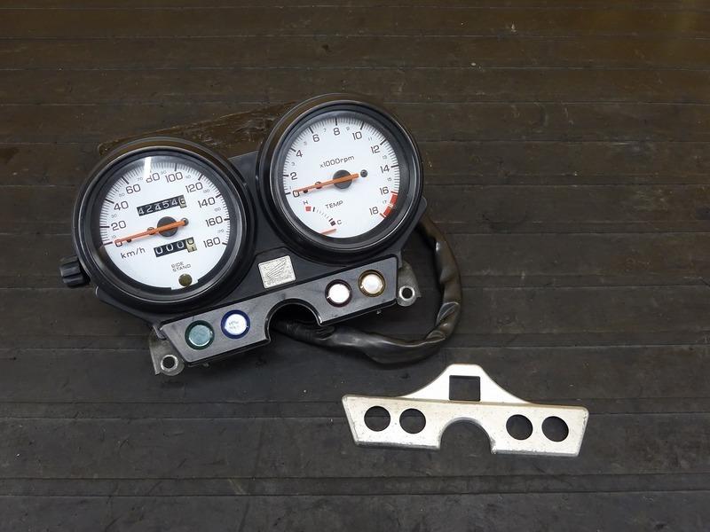 【200728】ホーネット250(MC31-1400)■ スピードメーター タコメーター インジケーターランプ 42454㎞ 前期用?? | 中古バイクパーツ通販・買取 ジャンクヤード鳥取 JunkYard