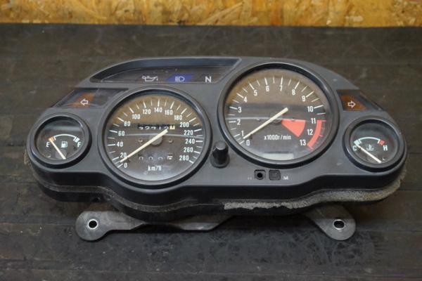【150901】GPZ1100(ZXT10E)◇メーターユニット スピード タコ   中古バイクパーツ通販・買取 ジャンクヤード鳥取 JunkYard