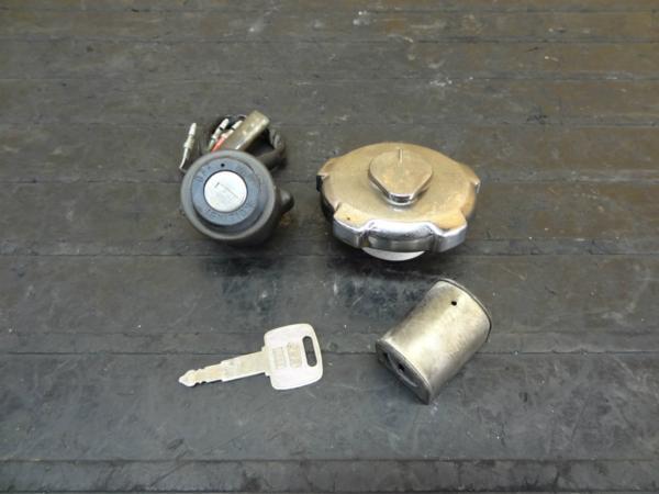【151009】ベンリィCD90(HA03)◆キーセット メインスイッチ 鍵 | 中古バイクパーツ通販・買取 ジャンクヤード鳥取 JunkYard