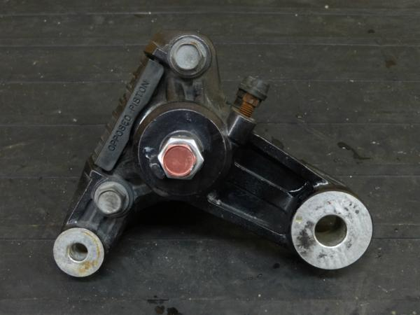 【160823】グース350(NK42A)◇リアブレーキキャリパー サポート | 中古バイクパーツ通販・買取 ジャンクヤード鳥取 JunkYard