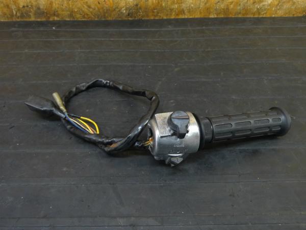 【170524】Z400FX(KZ400E-000)◇ハンドルスイッチ 右 スロットル ライトスイッチ キル 【旧車 | 中古バイクパーツ通販・買取 ジャンクヤード鳥取 JunkYard