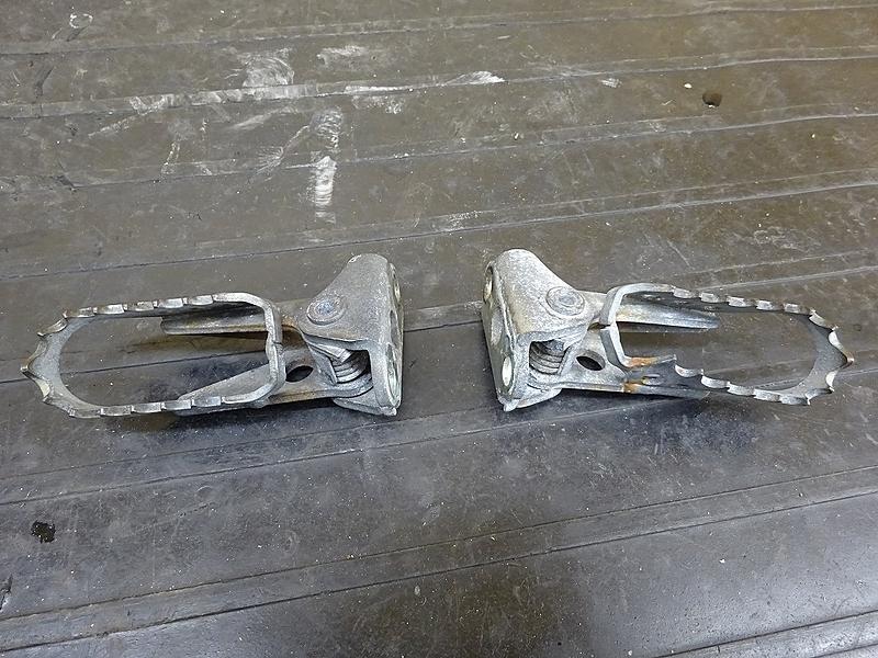 【190227.Y】WR250X(DG15J-001)● メインステップ左右   中古バイクパーツ通販・買取 ジャンクヤード鳥取 JunkYard