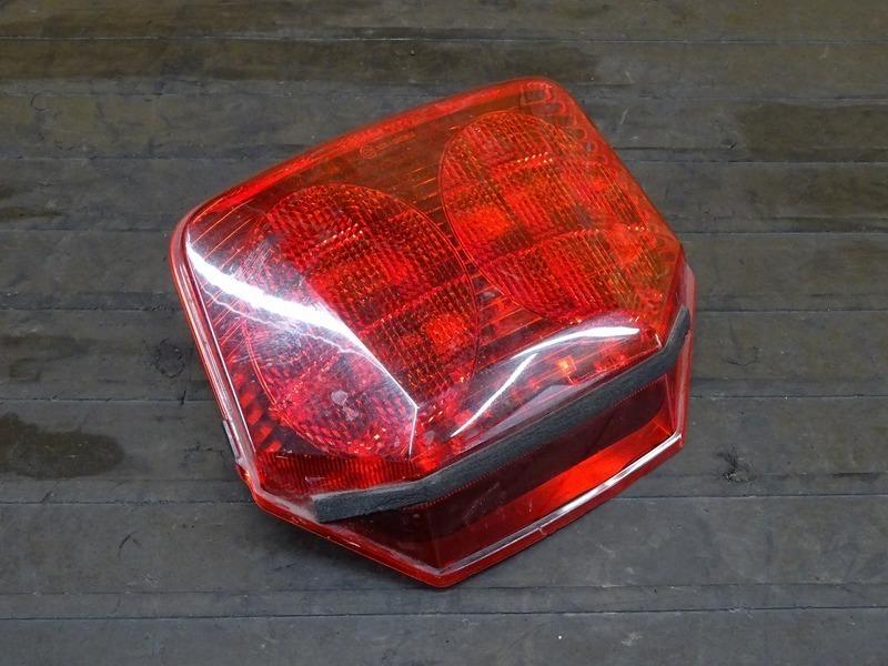 【200527】CB400SF Vtec3(NC39-1052)■ 純正LEDテールランプ 【SPEC3 スペック3 VTECⅢ | 中古バイクパーツ通販・買取 ジャンクヤード鳥取 JunkYard