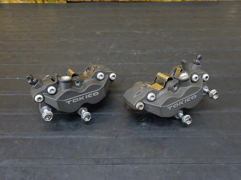 【201101】ZRX1200D(ZRT20D-001)■ 純正フロントブレーキキャリパー左右セット TOKICO トキコ 62㎜ 【DAEG ダエグ | 中古バイクパーツ通販・買取 ジャンクヤード鳥取 JunkYard