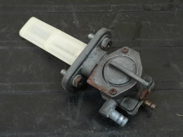 【141006】Z650LTD(KZ650D)◇フューエルコック 燃料 ガソリン | 中古バイクパーツ通販・買取 ジャンクヤード鳥取 JunkYard