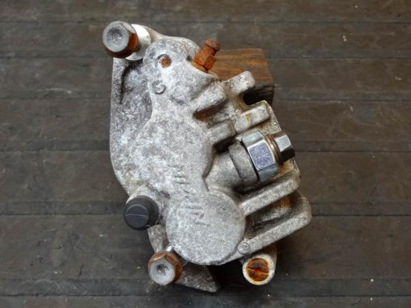【150830】SL230(MD33)◎フロントブレーキキャリパー | 中古バイクパーツ通販・買取 ジャンクヤード鳥取 JunkYard