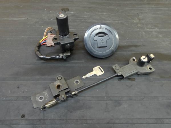 【160526】VT250FG(MC15)◆キーセット メインスイッチ キャップ | 中古バイクパーツ通販・買取 ジャンクヤード鳥取 JunkYard
