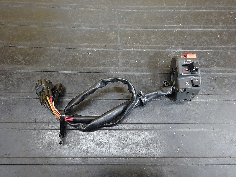 【190501.K】ZX-10R'04-05● ハンドルスイッチ右 スイッチボックス右 【C型 ZX1000C ニンジャ | 中古バイクパーツ通販・買取 ジャンクヤード鳥取 JunkYard