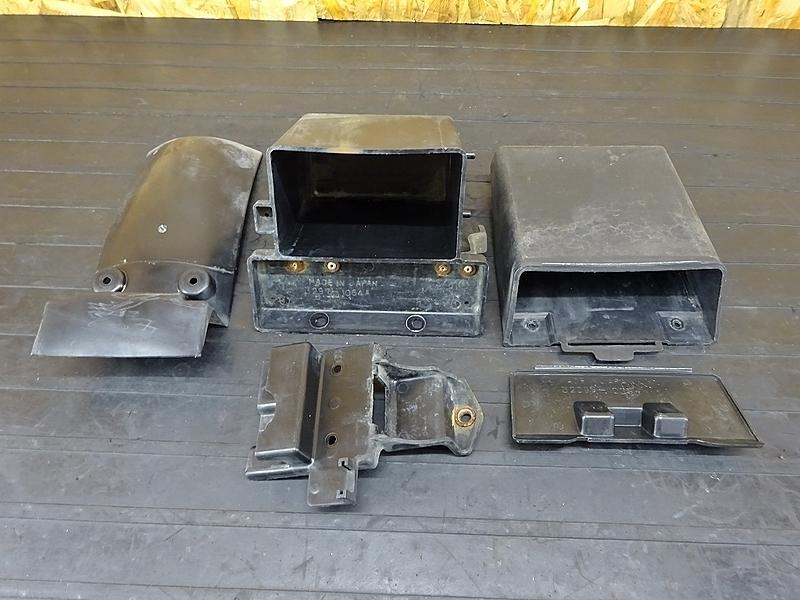 【000A】GPZ400F(ZX400A-006)● バッテリーボックス 小物入れ リアインナーフェンダー ジャンク!? | 中古バイクパーツ通販・買取 ジャンクヤード鳥取 JunkYard