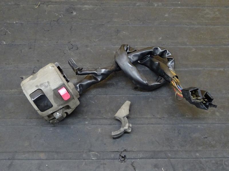 【200730】バリオスⅡ(ZR250B-031)■ ハンドルスイッチ左 スイッチボックス チェークレバー 【GSX250FX ZR250C バリオス2 | 中古バイクパーツ通販・買取 ジャンクヤード鳥取 JunkYard