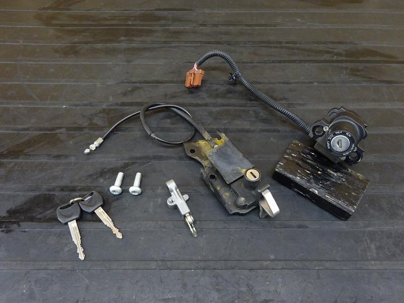 【201222】VTR250F(MC33-1601)■ キーセット メインキー イグニッションキー LJP0 シートロック ヘルメットホルダー 【Fi インジェクション | 中古バイクパーツ通販・買取 ジャンクヤード鳥取 JunkYard